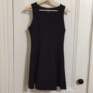 Dresses & Skirts - Perfect black dress!